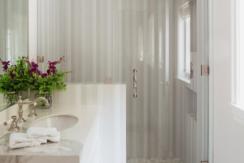 46 - Maid's bath Full