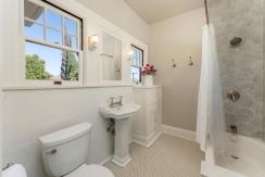 34-bathroom2-001